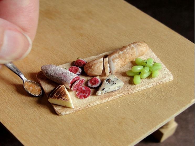 Estas esculturas de comida en miniatura hechas de arcilla les despertarán el apetito 01