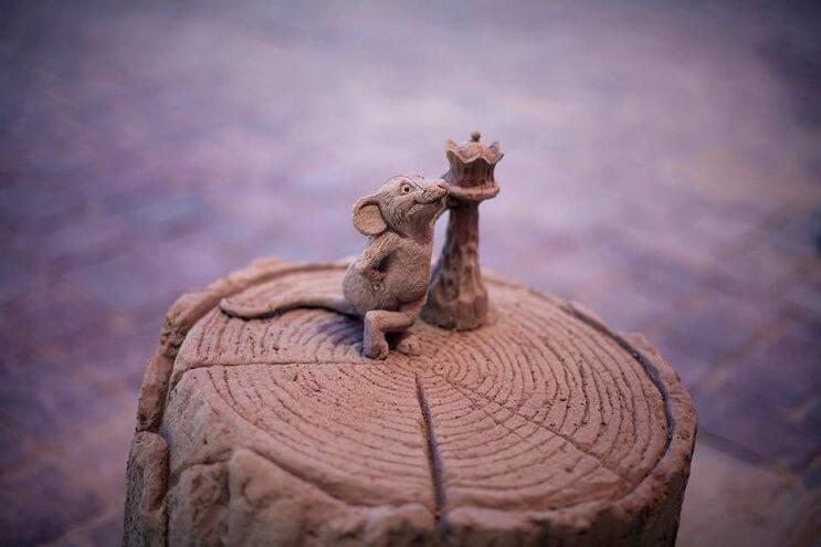 Este elefante de arena jugando ajedrez con un ratón ha causado sensación 05 final