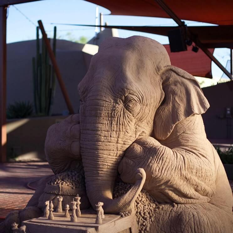 Este elefante de arena jugando ajedrez con un ratón ha causado sensación 10 final