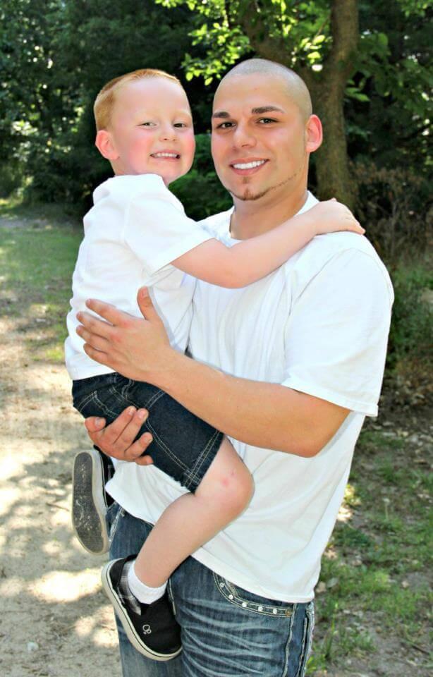 Este padre se tatuó una cicatriz como la que tiene su hijo en la cabeza para apoyarlo en un difícil momento 04