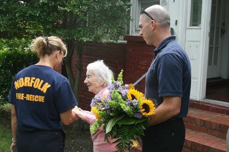 La gran sorpresa por el cumpleaños número 100 que recibió esta anciana es realmente conmovedora  06