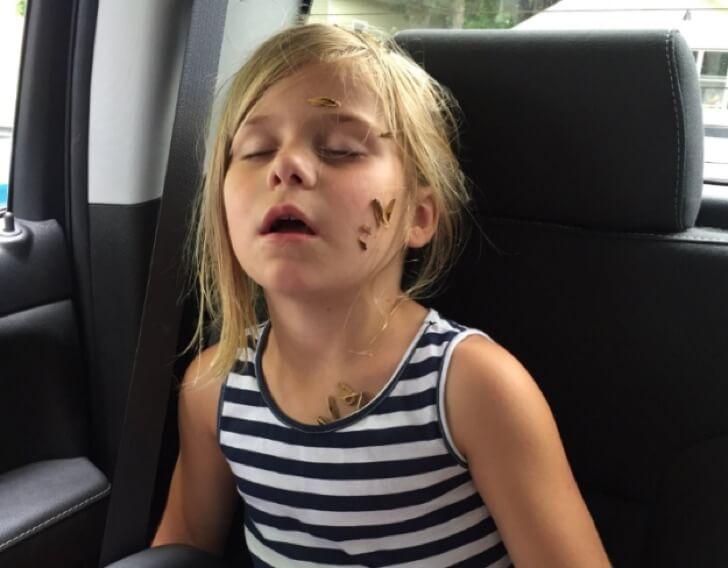 Lo que esta chica le hizo a su pequeña hermana hizo estallar de la risa Internet 03