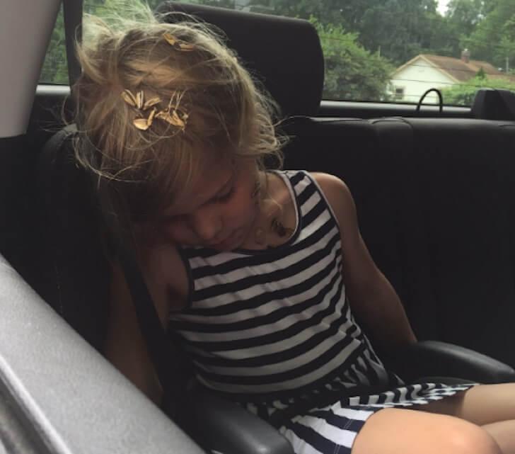 Lo que esta chica le hizo a su pequeña hermana hizo estallar de la risa Internet 04