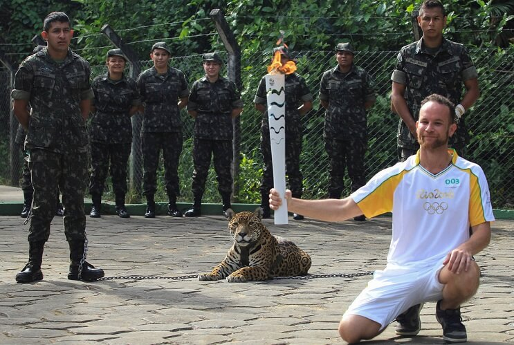 Matan a jaguar durante ceremonia de la antorcha olímpica 02