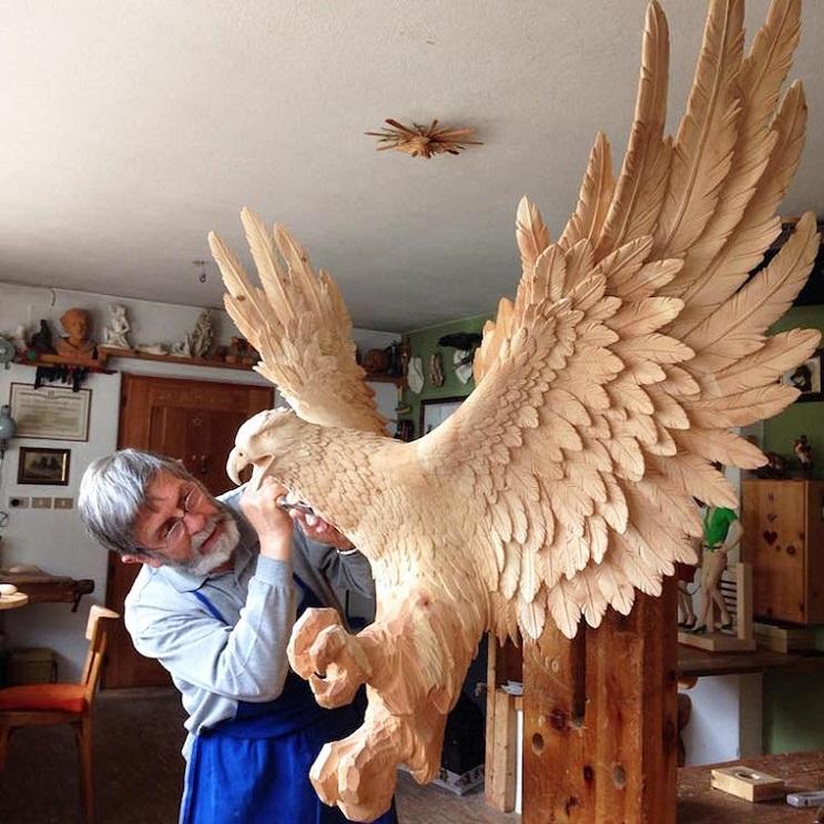 Mira los asombrosos animales que este artista crea empleando madera 10