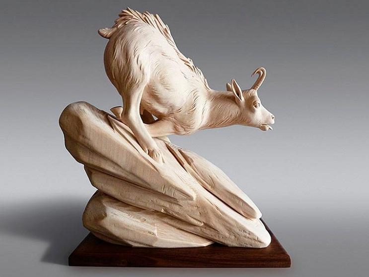 Mira los asombrosos animales que este artista crea empleando madera 12