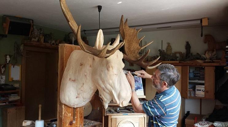 Mira los asombrosos animales que este artista crea empleando madera 20