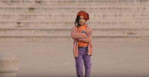 ¿Qué harías si vieras a una niña sola en la calle?