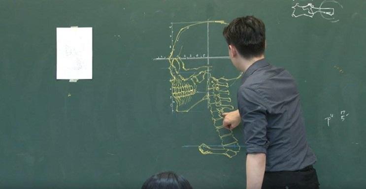 Quedarás impresionado con los espectaculares gráficos con los que enseña este profesor 01