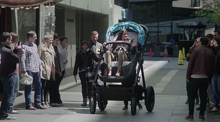 Un-coche-gigante-para-que-los-padres-puedan-probarlo-antes-de-comprarlo-02-1