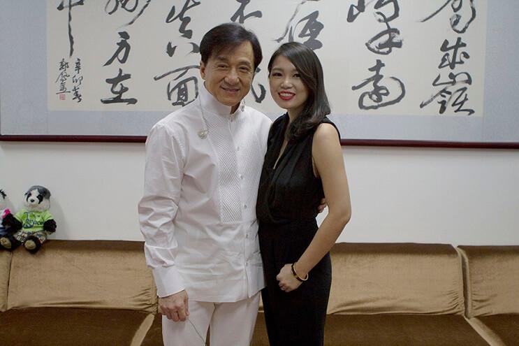 Un retrato de Jackie Chan hecho con palitos chinos 10