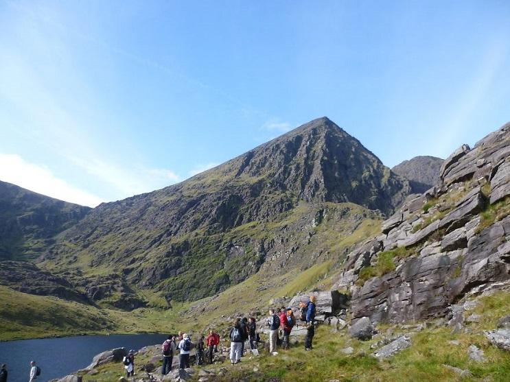 Una gata ciega escaló la montaña más alta de Irlanda con fines benéficos 6