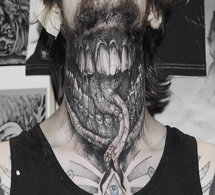 Vuélvete loco con estos radicales y monstruosos tatuajes 01