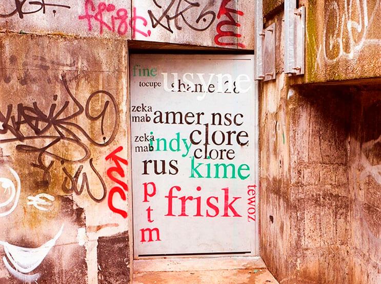 Artista callejero transforma graffiti en hermosas frases 10