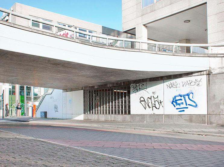 Artista callejero transforma graffiti en hermosas frases 7