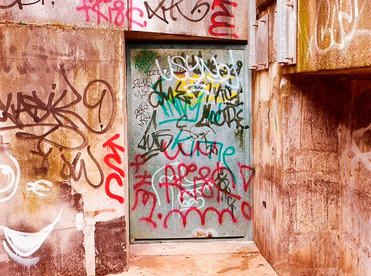 Artista callejero transforma graffiti en hermosas frases 9