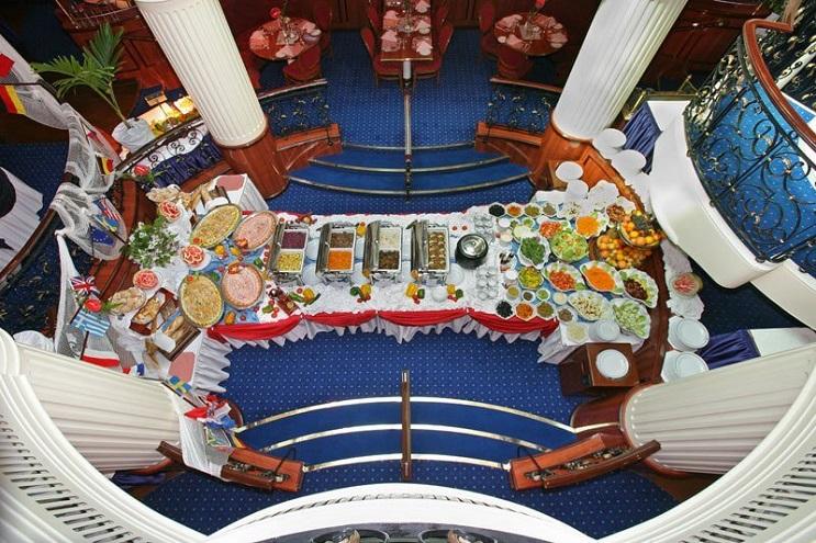 Conoce por dentro al barco de vela más grande del mundo 17