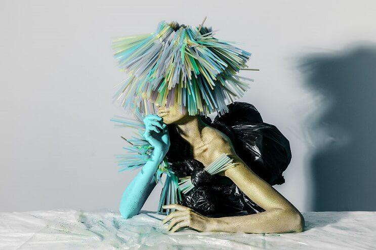 Convierten materiales reciclables en verdaderas obras de arte 01