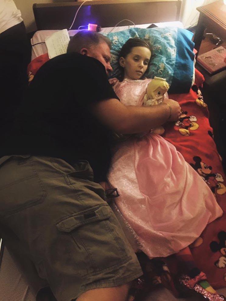 El tributo a esta niña de 7 años que murió de cáncer es realmente conmovedor - Katherine King 30