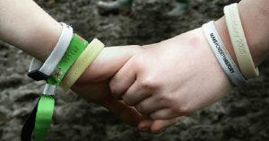 En algunos países utilizarán pulseras para evitar violaciones
