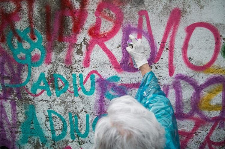 Estas adorables abuelas han encontrado en el graffiti su pasión 110