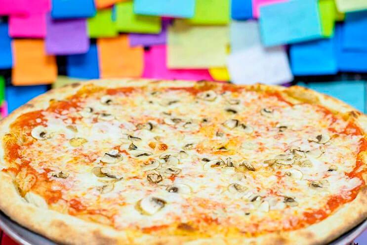 Este cliente da un dólar por un pedazo de pizza y no creerás lo que sucedió 3
