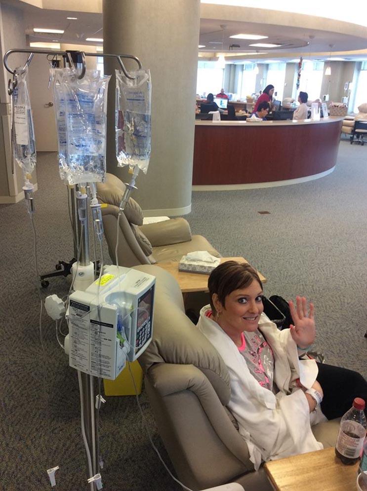 Este esposo sorprendió a su valiente esposa con 500 rosas en su última sesión de quimioterapia 3