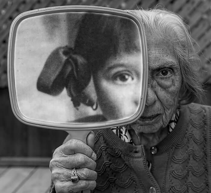 Este fotógrafo hizo de su madre de 91 años parte de su trabajo logrando una nueva visión de la vida 02
