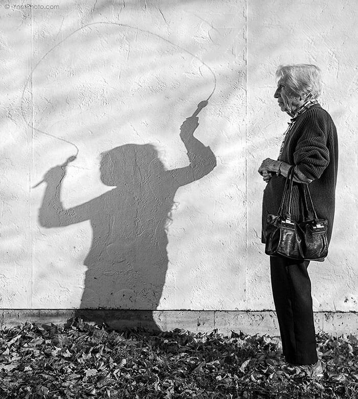Este fotógrafo hizo de su madre de 91 años parte de su trabajo logrando una nueva visión de la vida 09