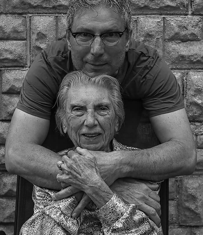 Este fotógrafo hizo de su madre de 91 años parte de su trabajo logrando una nueva visión de la vida 11