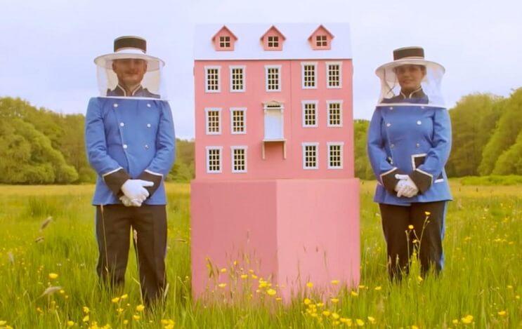 Este hotel para abejas inspirado en el Gran Hotel Budapest es una increíble iniciativa 1