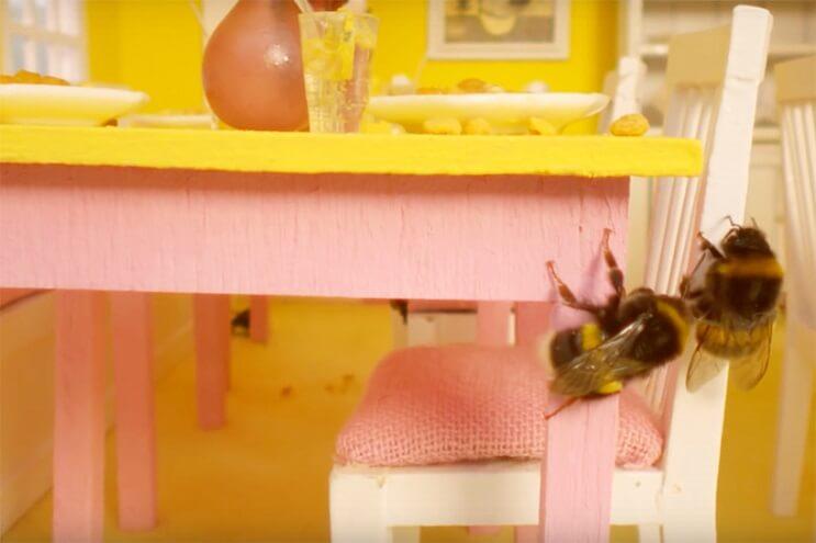 Este hotel para abejas inspirado en el Gran Hotel Budapest es una increíble iniciativa 4