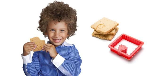 Este molde de galletas permite que uno practique sus habilidades de barbero con los dientes 05