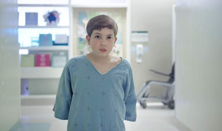 Estos niños pueden volver a ser ellos mismos con estas estilosas batas de hospital 1