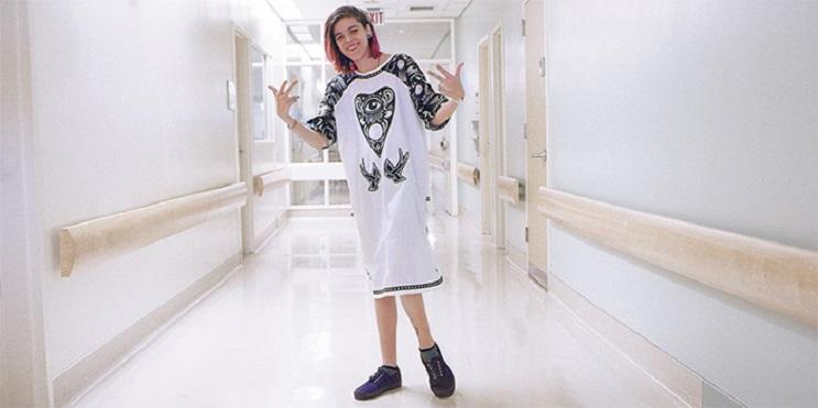Estos niños pueden volver a ser ellos mismos con estas estilosas batas de hospital 2