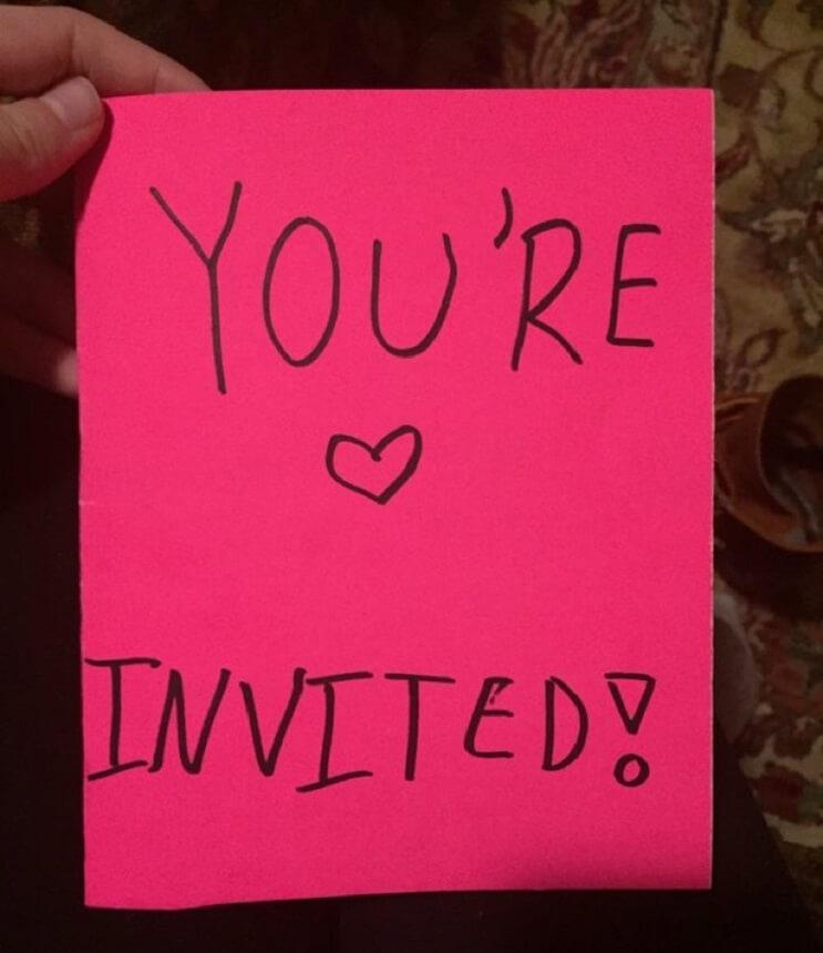 Excelente invitación de una niña a las chicas que le hacían bullying a su hermana mayor 01