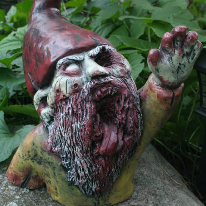 Fanático de los zombis Estos adornos para tu jardín te encantarán 06