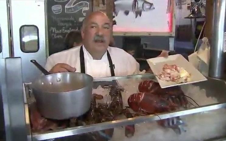 Langosta gigante de 100 años fue liberada por chef de comida marina 2