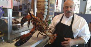 La historia de esta langosta gigante de 100 años y el gesto de un chef de comida marina