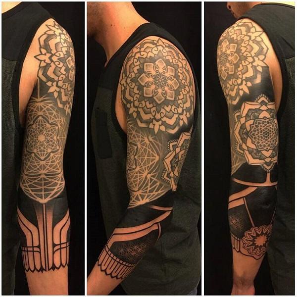 Los tatuajes geométricos y trivales más locos que abarcan grandes proporciones corporales 02