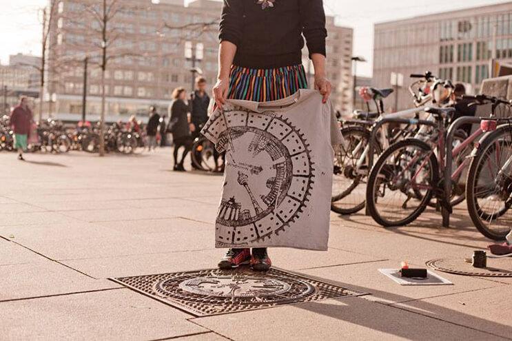 Mira estos alucinantes diseños creados con objetos de la calle 5