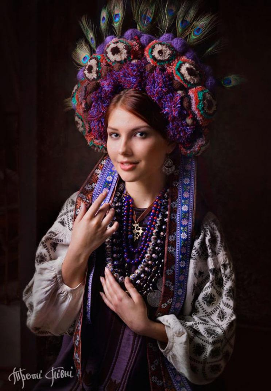 Mujeres ucranianas visten tocados para incentivar la cultura 5