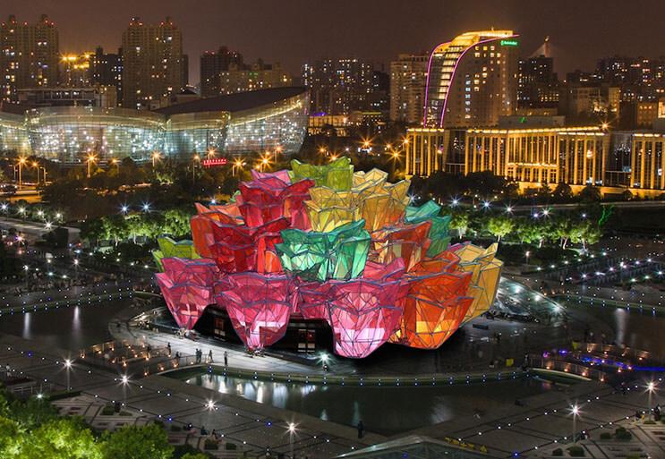 Multimillonario ruso construye edificio en forma de rosa 3