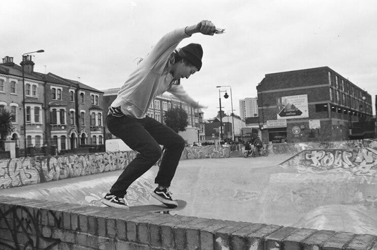 Quien dijo que los skates son sólo para hombres Estas chicas te demostrarán lo contrario 2