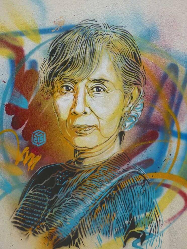 Tributo a las mujeres más poderosas por el artista urbano C215 3