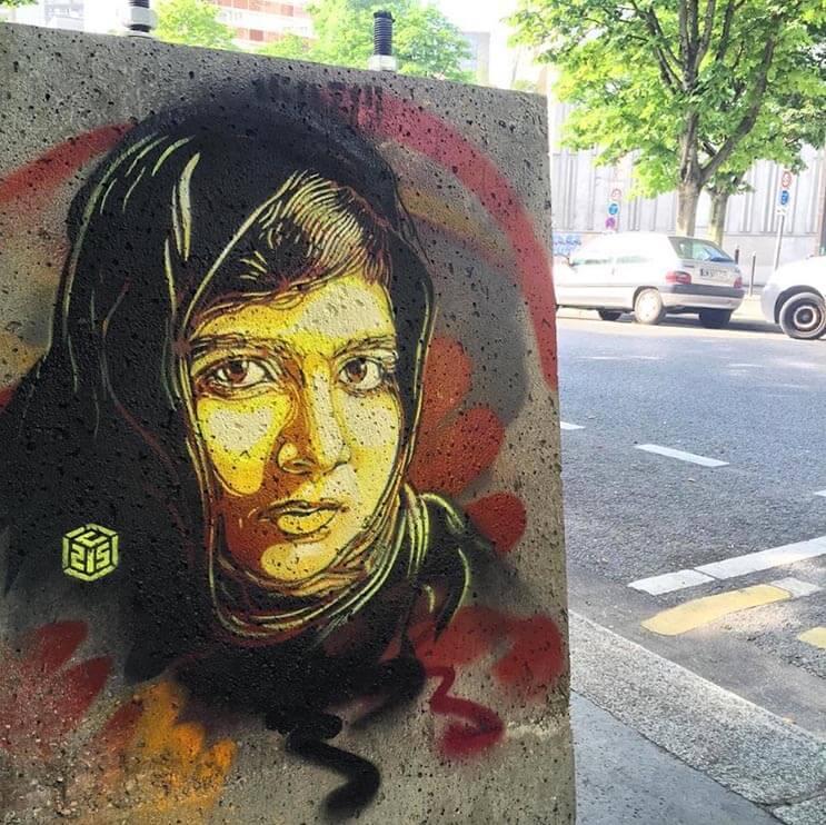 Tributo a las mujeres más poderosas por el artista urbano C215 7