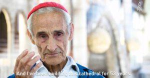 Un hombre ha pasado 53 años construyendo una catedral con sus propias manos