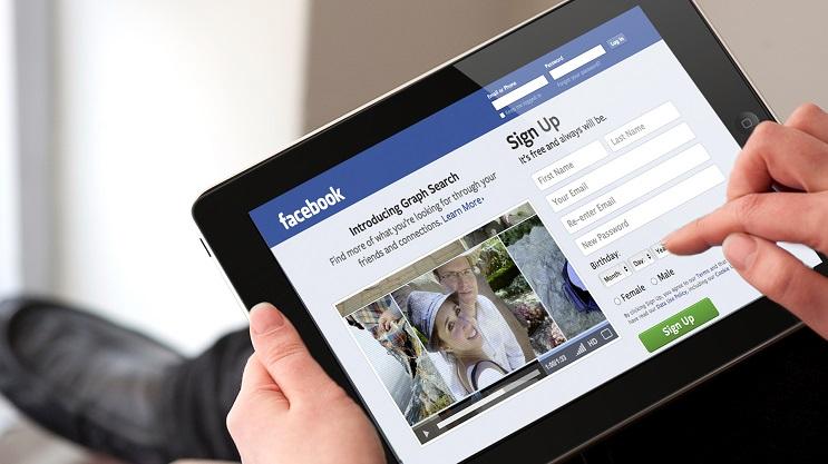 Ves páginas para adultos. Cuidado, deberías cerrar tu sesión en Facebook 3