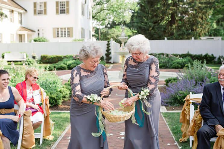 abuelas como las niñas de las flores 7