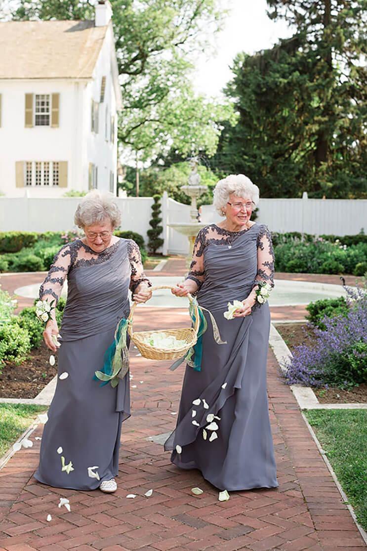 abuelas como las niñas de las flores